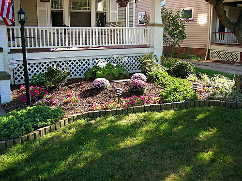 Surprising and cool idea for small front yard landscaping for Flower garden ideas on a budget